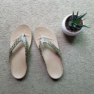NWOT leopard print Crocs flip flops sandals size 6